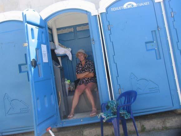 Приколы в пляжных туалетах — photo 14