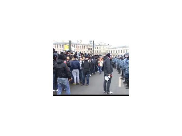 Видео задержания спартаковских фанатов на Тучковом мосту