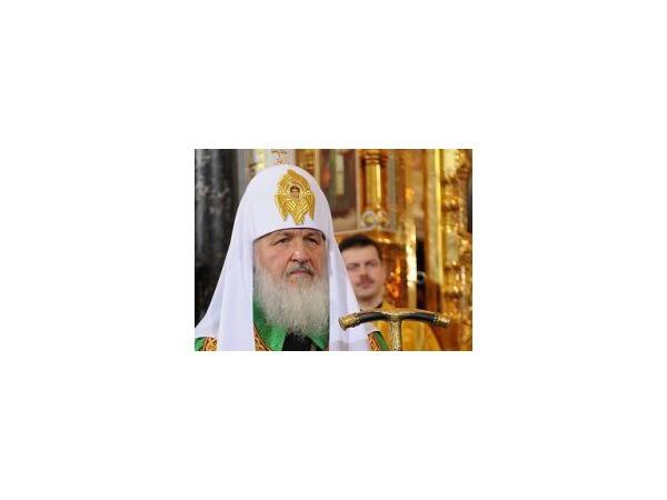 Патриарх Кирилл устроил шоу в Ледовом