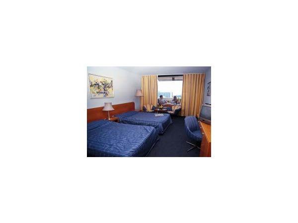 Отели: цены стали ниже, постояльцев больше