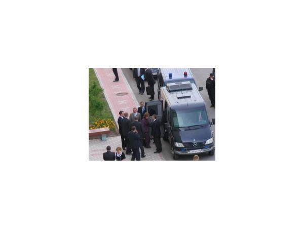 В Колпино перед приездом Путина улицу помыли 15 раз