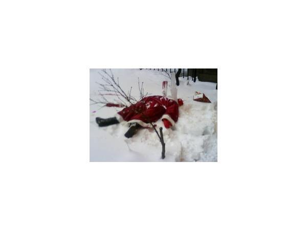 "На Петроградской стороне Санта-Клауса ""убило"" сосульками"