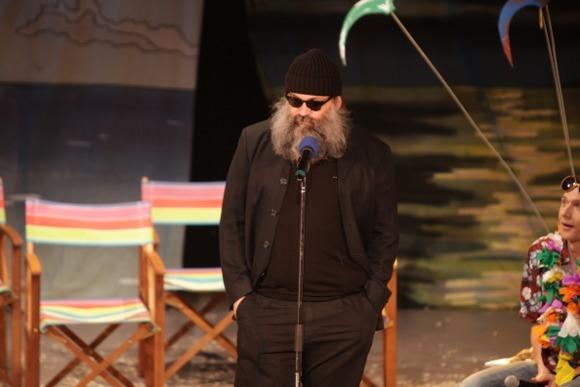 Председателю жюри Андрею Могучему пришлось сыграть роль плохого Санты, объявить собравшимся о серьезной проблеме петербургского театра - отсутствии высококачественной молодой режиссуры