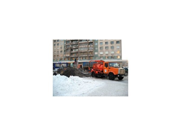 Коммунальная авария в Невском районе привела к транспортной блокаде