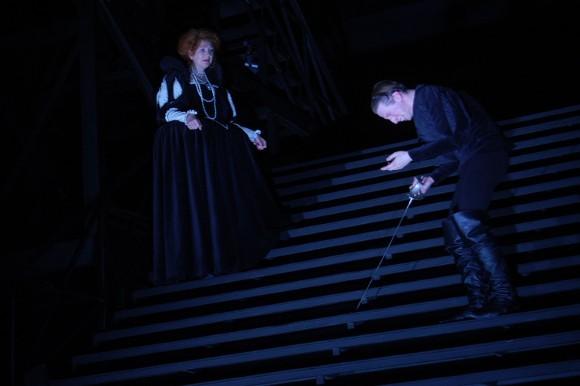 Гертруда (Марина Игнатова) и Гамлет (Дмитрий Лысенков)