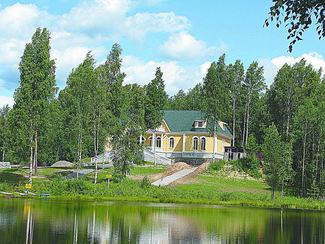 Усадьба Михаила Леонова, бывшего сотрудника Морозовского военного лесхоза. Озеро Круглое.