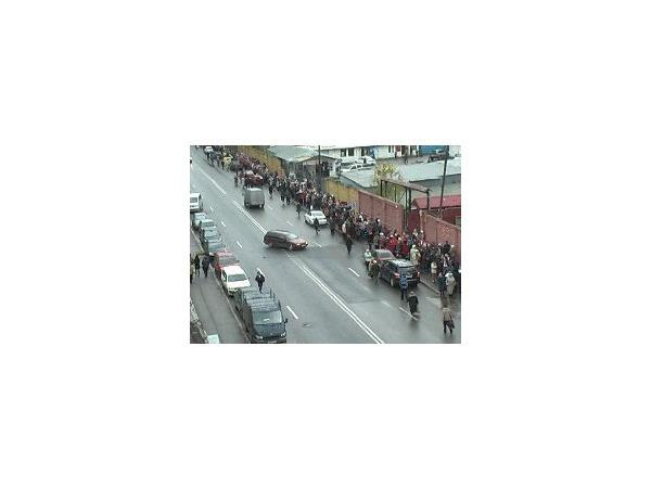 Очередь к Поясу Богородицы -  полтора километра и больше трехсот тысяч человек