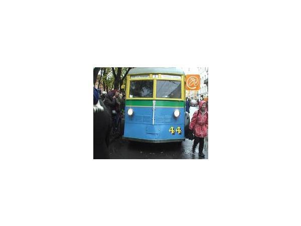 По Петербургу проехали ретро-троллейбусы