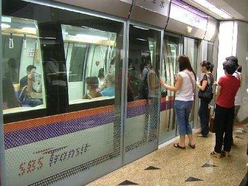 Ограждения в сингапурском метро. Фото с сайта virtualtourist.com