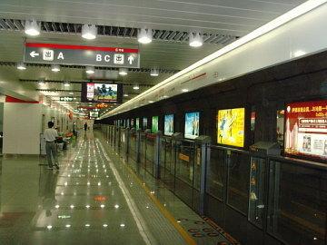 Ограждения в китайском метро. Фото с сайта tjtrekker.com