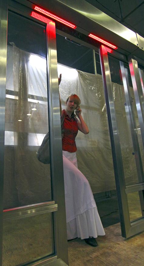 """Опытный образец стеклянного ограждения, разработанный """"Московским механическим заводом №3"""", фото с сайта www.mk.ru"""