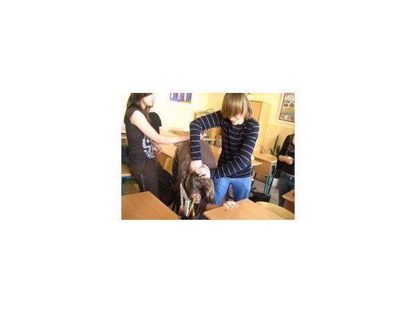 Школьника пытали из-за 10 рублей и снимали на видео