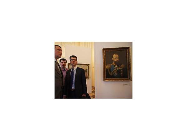 В Русском музее выставили предметы, подготовленные для аукциона РАД