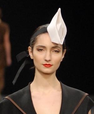 Шляпа-кораблик из коллекции Лилии Киселенко