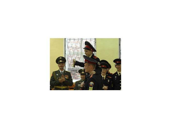 Суворовцы простились с училищем под полонез и песни «Фабрики»