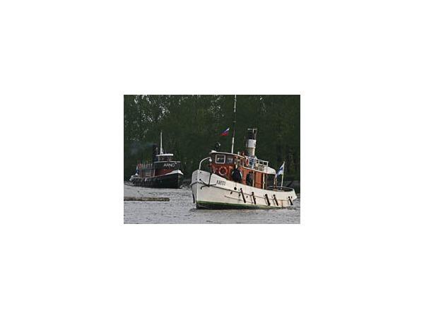 В Петербург для участия в параде прибыла флотилия пароходов