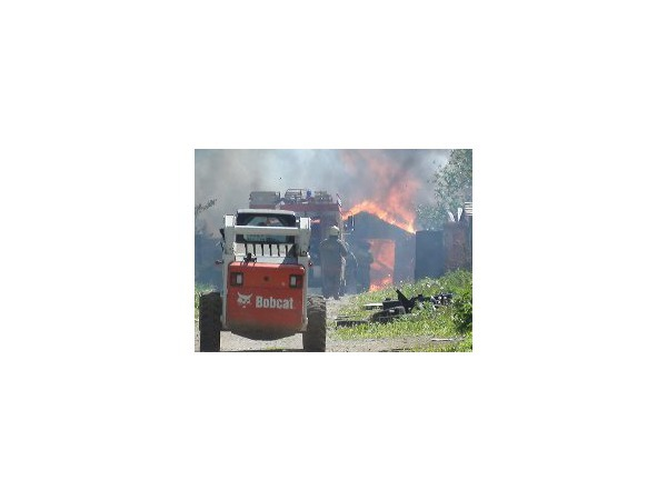 Очевидец: На Дунайском проспекте горят гаражи