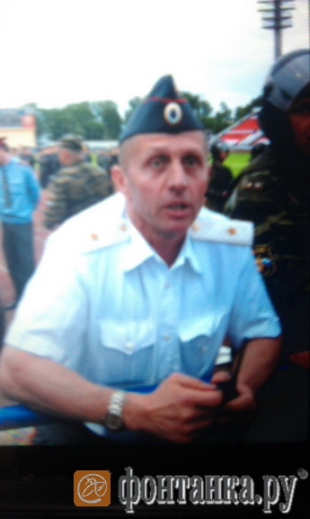 Генерал-майор МВД, командовавший нижегородскими омоновцами. Представляться фанатам он отказался.