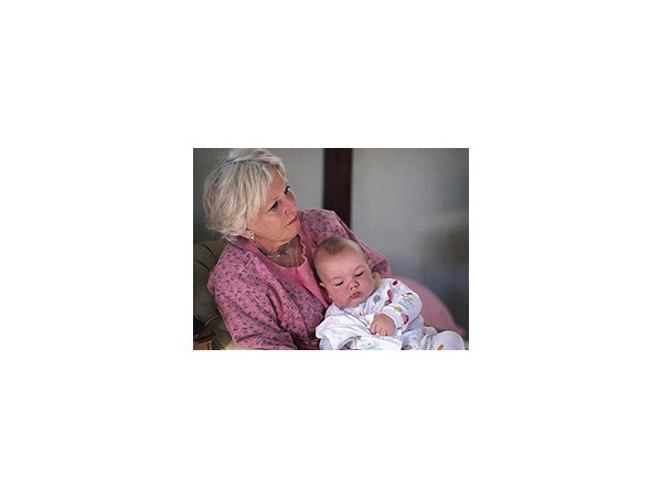 Обязаны ли бабушки нянчить внуков?