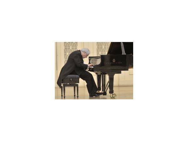 Трудно быть легендой, но нужно: Григорий Соколов в Филармонии