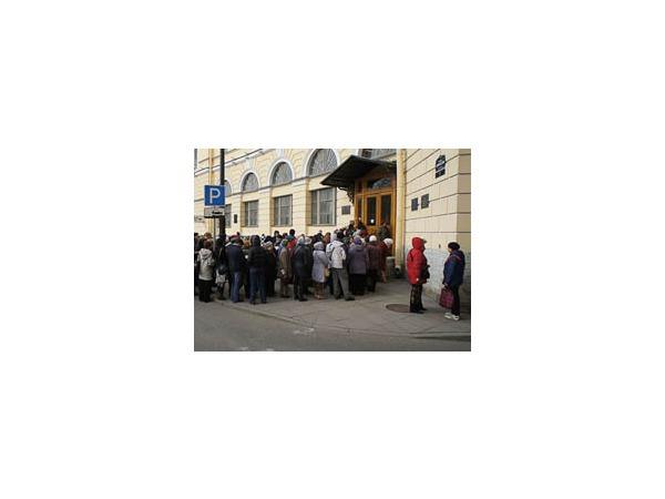 Петербуржцы собрались у КГИОП, чтобы записаться на редкие экскурсии