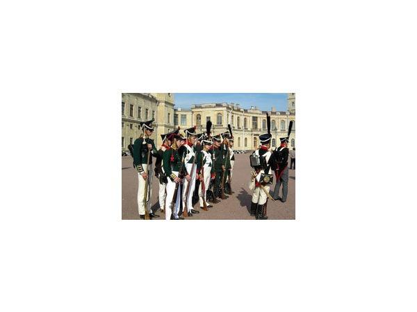 В Гатчине императорская гвардия выступила в поход против Наполеона