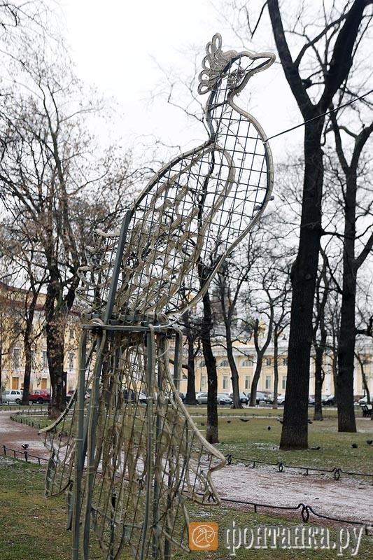Элемент декора в сквере на площади Искусств, общая стоимость украшений 1,7 миллиона рублей
