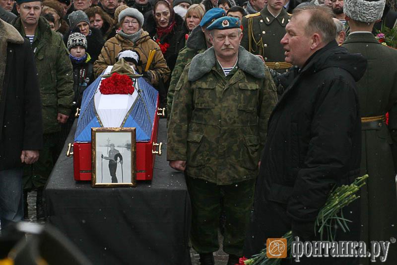 Вячеслав Чазов на похоронах останков ветерана Афганистана