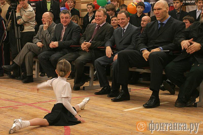 Вячеслав Чазов на открытии школы бокса Никола Валуева