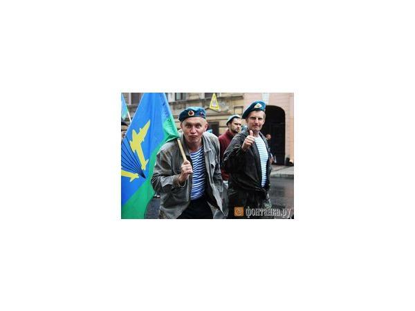 Программа мероприятий дня ВДВ в Петербурге 2 августа 2014 года - почему десантники не будут купаться в фонтанах