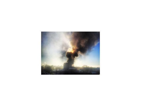 На проспекте Обуховской Обороны горит склад