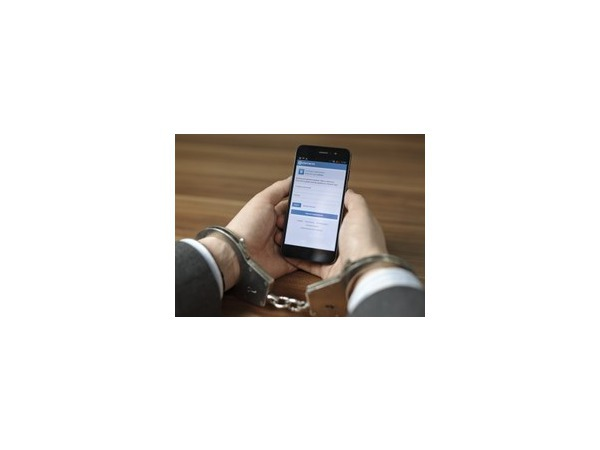 «Пятнадцатисуточникам» разрешили пользоваться мобильниками, но запретили петь на прогулках