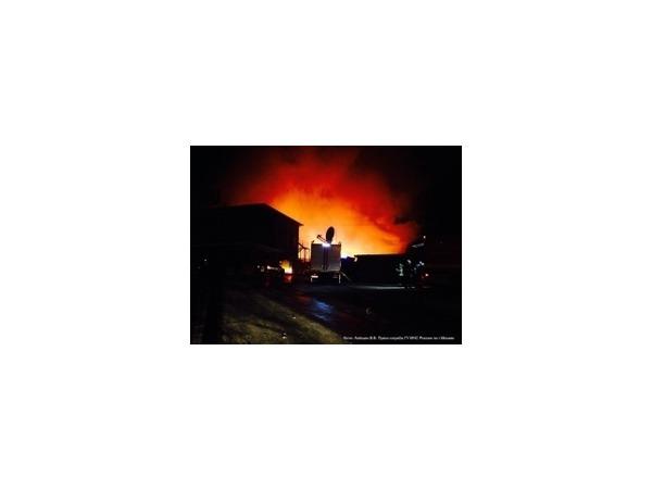 Вечером 30.11.2014 на мебельной фабрике на севере Москвы произошел пожар