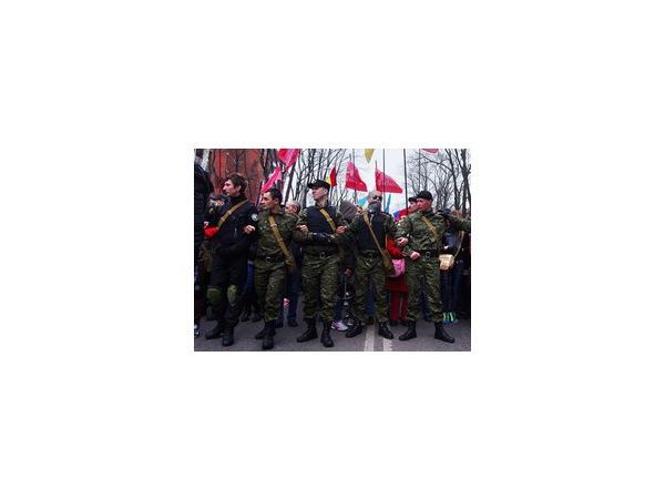 "Антон Раевский в центре, <a href=""\"" 'http://dumskaya.net/news/50-kadrov_-033991/\'>dumskaya.net</a>"