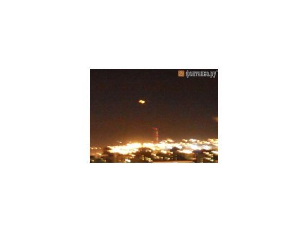 Читатели заметили НЛО в небе над Петербургом