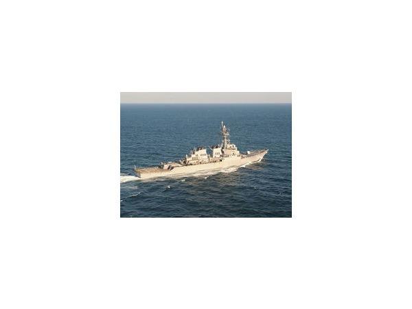 Экипаж эсминца ВМС США покинули 27 военнослужащих
