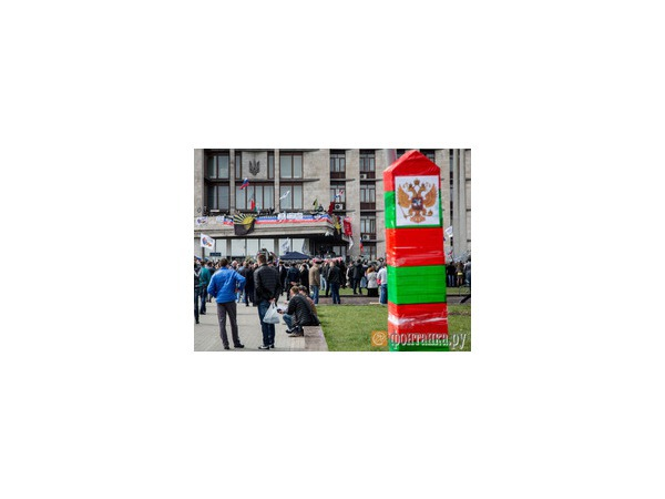 Защитники здания обладминистрации Донецка вооружились брусчаткой