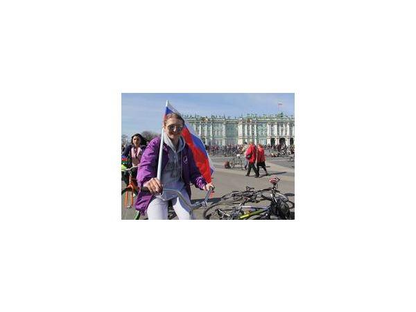 Три тысячи велосипедистов выехали на улицы Петербурга