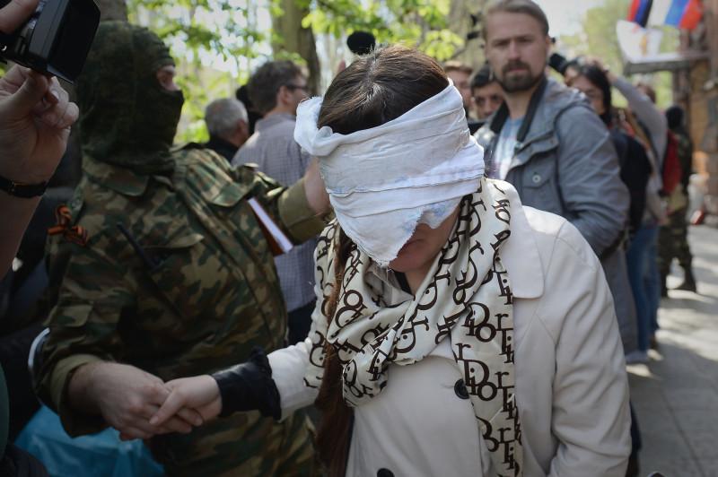 Активисты Славянска задержали ярую сторонницу Евромайдана (Иллюстрация 3 из 4) (Фото: Валентина Свистунова/ ДП)