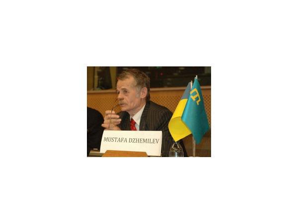 Лидера крымских татар Мустафу Джемилева не хотят пускать в Россию