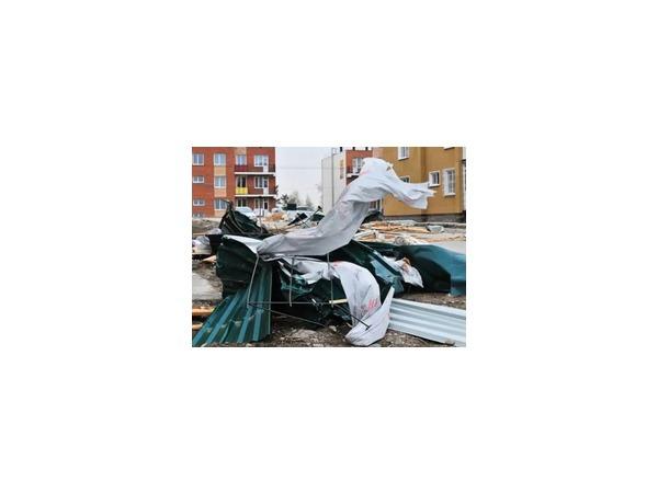 В Иркутске устраняют последствия сильного ветра