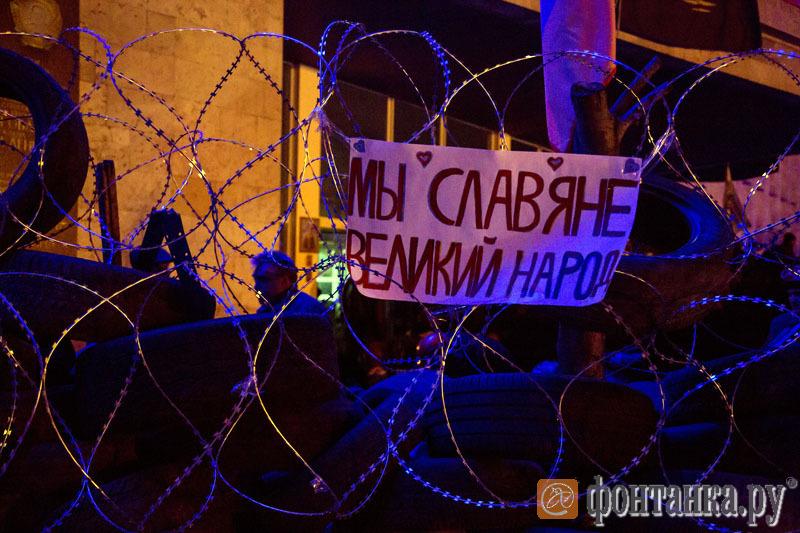 Ситуация в Луганске на 10 апреля 2014 года - по примеру Харькова и Донецка, в этом городе в ближайшее время будет провозглашена Народная республика со всеми вытекающими последствиями (Иллюстрация 2 из 3) (Фото: Петр Шеломовский)