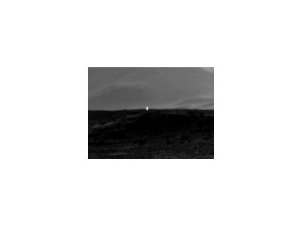 Марсоход Сuriosity сфотографировал загадочное свечение на Марсе