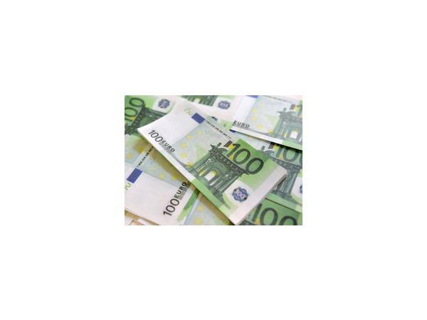 Российский рубль опять потерял в весе по отношению к доллару и евро