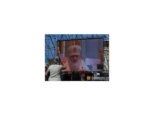 Патриарх Кирилл провел службу в Соборе Петра и Павла
