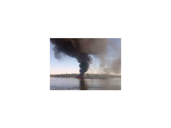 При пожаре на буксировочном катере в Астраханской области пострадали два человека