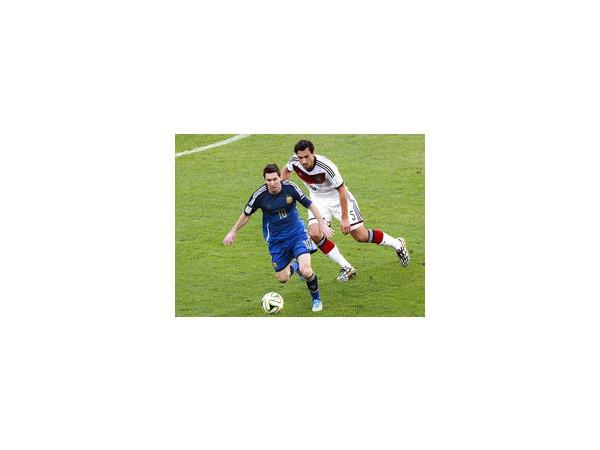 Месси получил «Золотой мяч» за блестящее выступление в матчах группового этапа