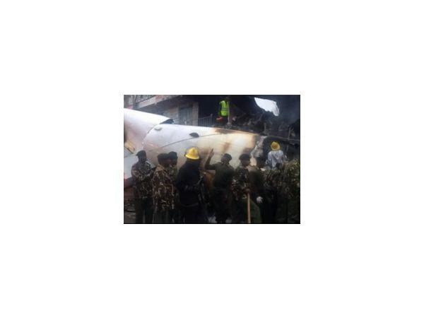 На административное здание в столице Кении рухнул грузовой самолет