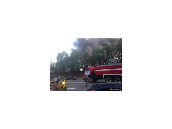 В Невском районе по второму номеру сложности тушат пожар на территории завода