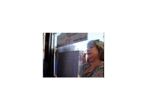 """Около 200 желающих получить деньги от турфирмы """"Нева"""" стоят в очереди близ """"Чкаловской"""""""